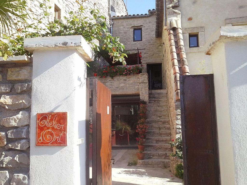 Maison atypique 11e si cle logrian et comiac de florian for Hotel atypique