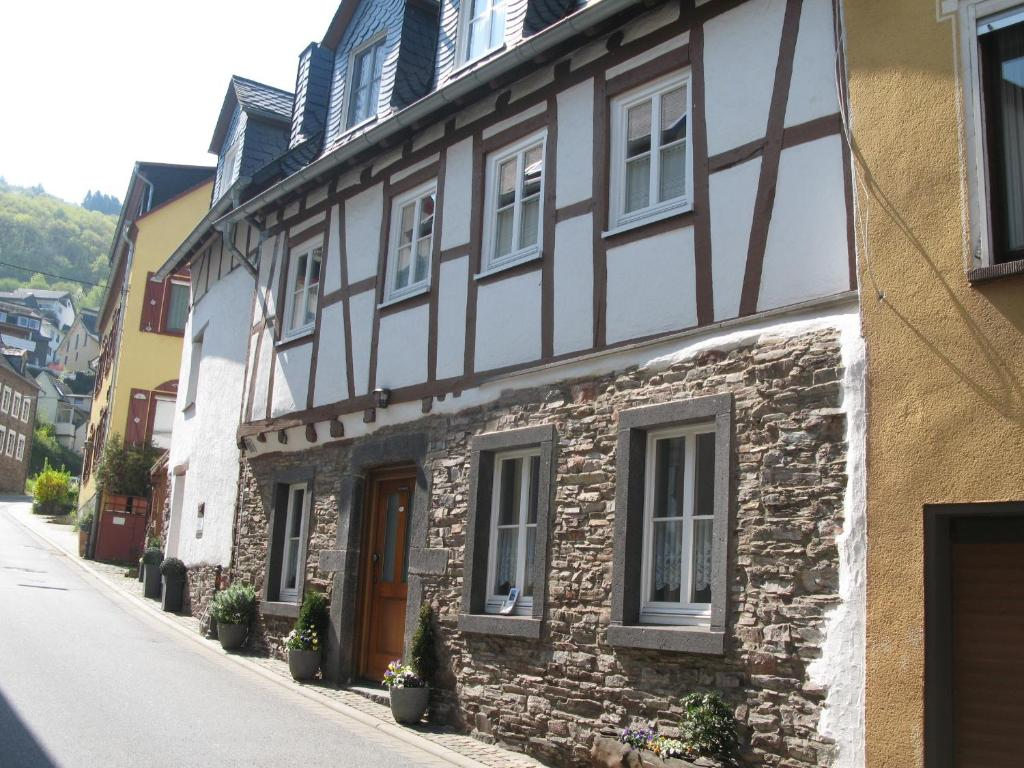 Apartment haus mosel oase cochem germany for Apartment haus