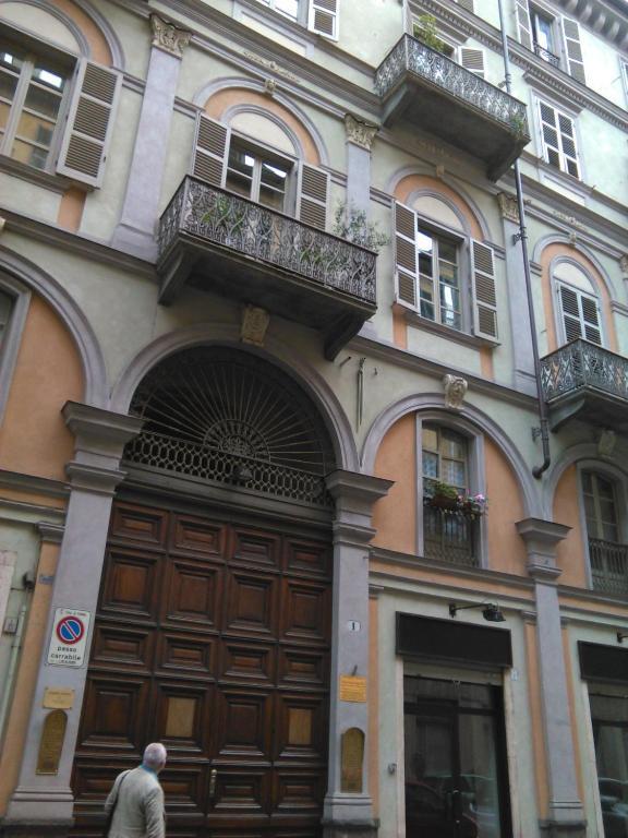Appartamento mansarda porta nuova italia torino - Turin porta nuova ...