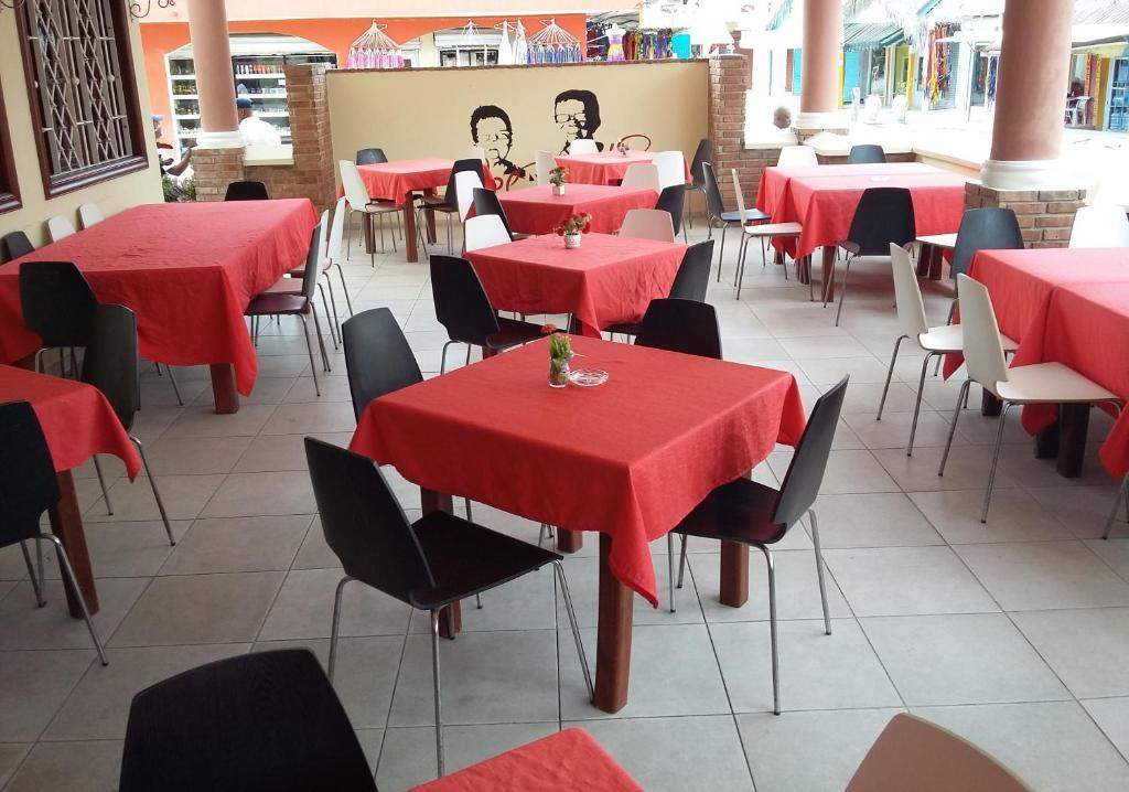 Un restaurant u otro lugar para comer en Hotel Cortecito Inn Bavaro