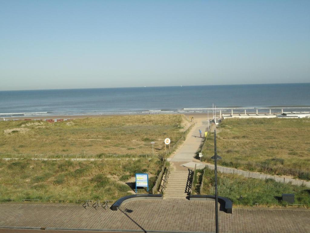 Apartment beyaert noordwijk aan zee netherlands for Interieur appartement aan zee