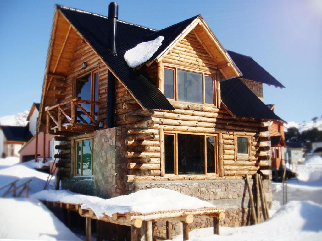 Caba a tronco y piedra caviahue argentina caviahue - Fotos de bungalows de madera ...