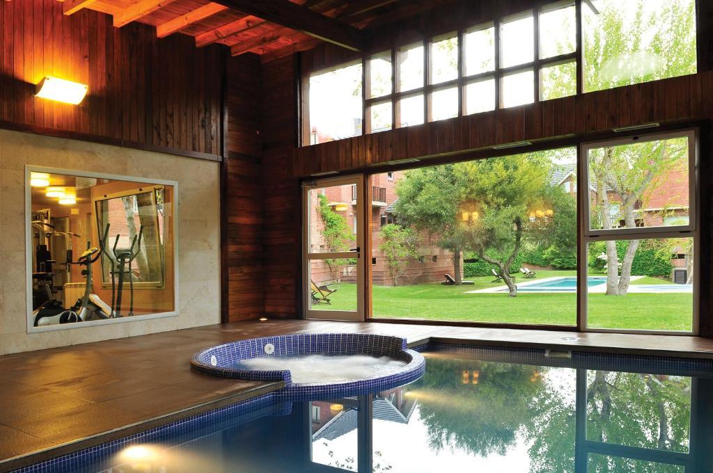 Aparthotel caril forest argentina caril - Casas con piscina interior ...