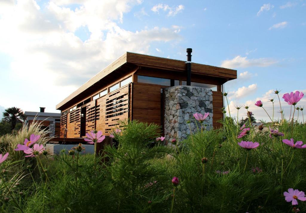 Casa de campo eco casa de dise o en las sierras argentina for Casas de campo argentina diseno