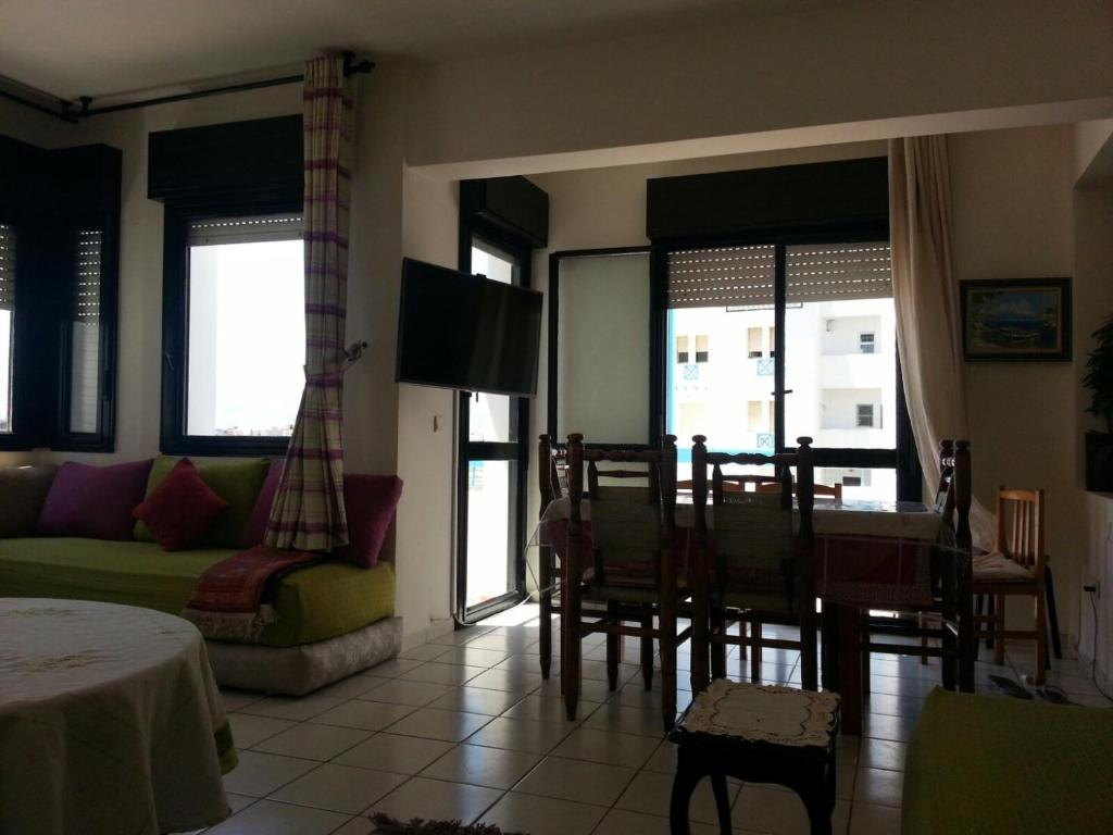 appartement duplex corniche de martil maroc martil. Black Bedroom Furniture Sets. Home Design Ideas