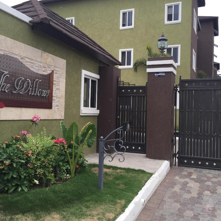 Abbey Court Apartments: The Willows Apartment, Kingston, Jamaica