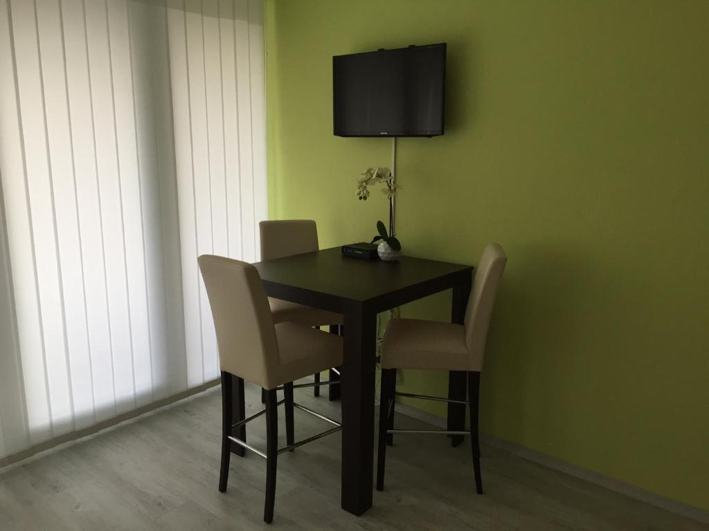 deluxe apartment messe hannover deutschland hannover. Black Bedroom Furniture Sets. Home Design Ideas