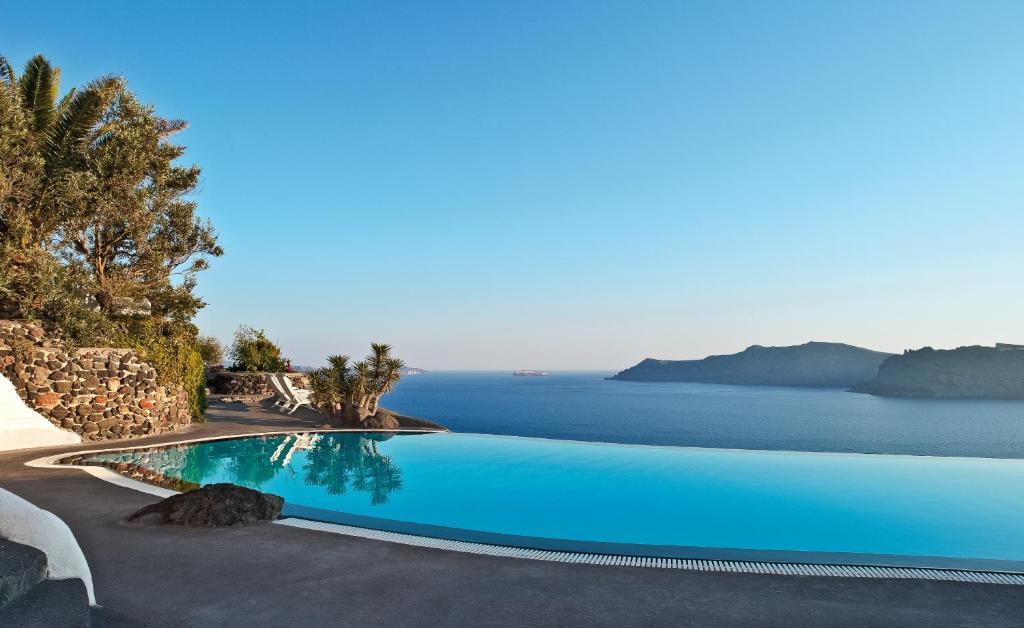 A piscina localizada em Perivolas Hotel ou nos arredores