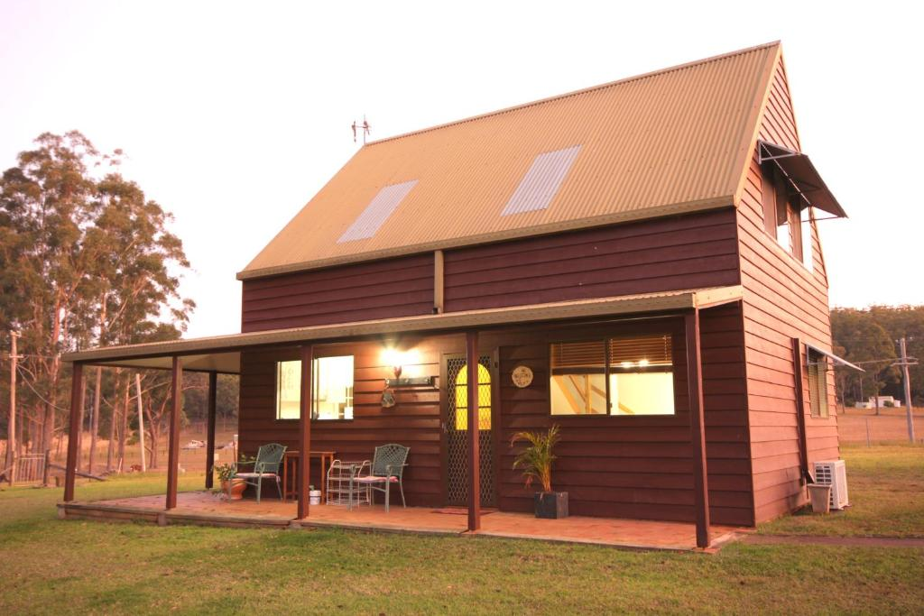 Cedar creek retreat cottages herons creek australia for Ceader creek