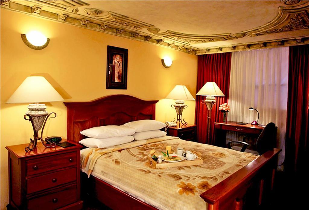 מיטה או מיטות בחדר ב-Hotel Guatemala Inn