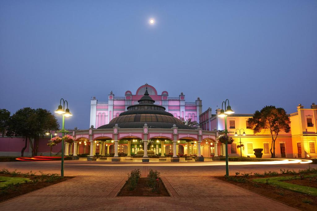 The Carousel Hotel & Acacia Place