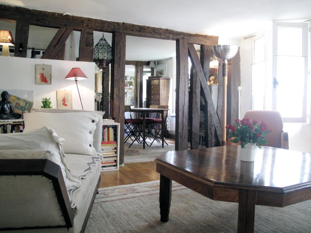 Apartment atypique marais temple paris france for Hotel atypique