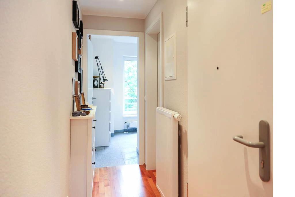 the apartment bonn alemania bonn. Black Bedroom Furniture Sets. Home Design Ideas