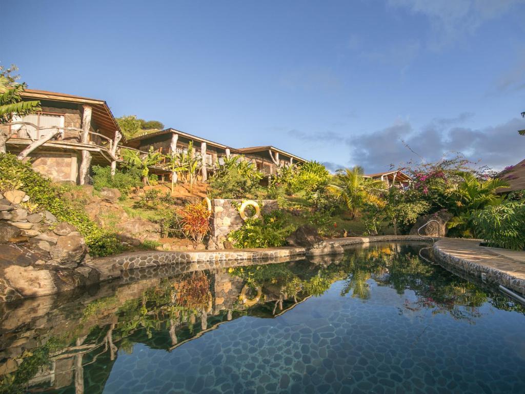 A piscina localizada em Hotel Hare Noi Rapanui ou nos arredores