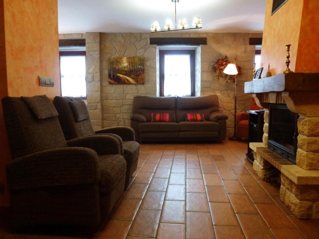 La sala de estar o bar de Casa Rural Erburu