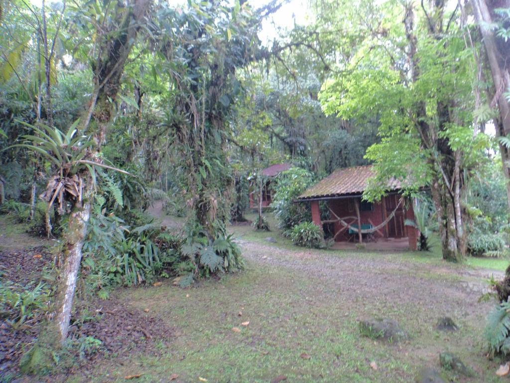 Um jardim em Pousada Cabanas do Curupira