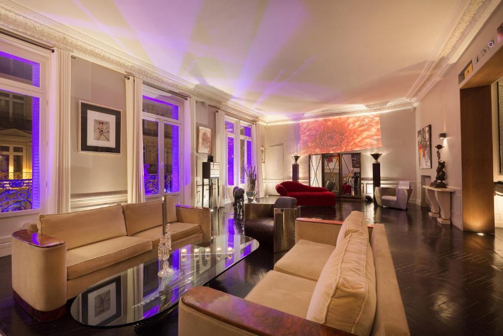Apartment luxury appart champs lys es paris france for Location appart meuble paris