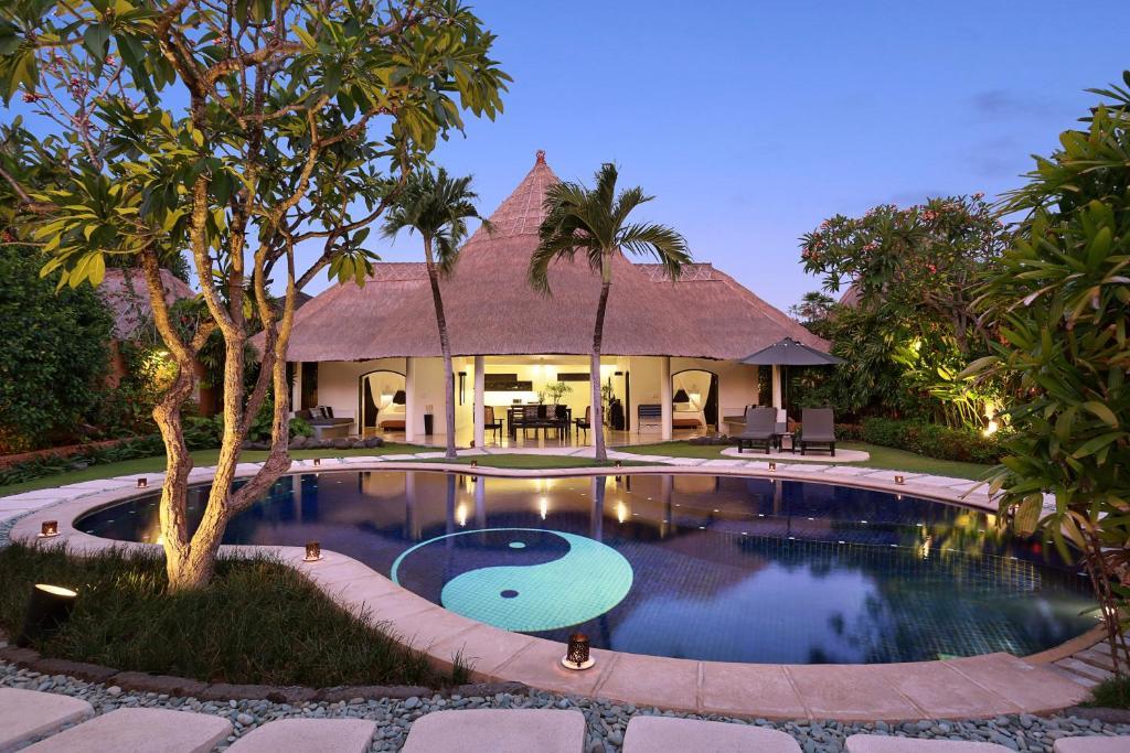 Villas bali hotel spa seminyak indonesia for The bali hotel