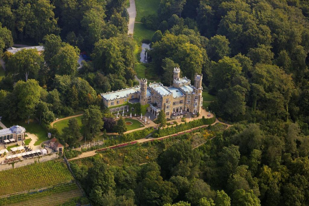 Uma vista aérea de Hotel Schloss Eckberg