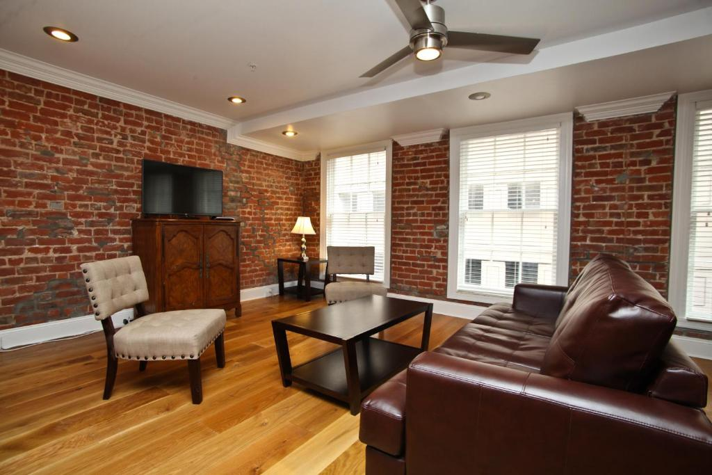 Downtown Luxury Two Bedroom Penthouse 400 New Orleans Usa
