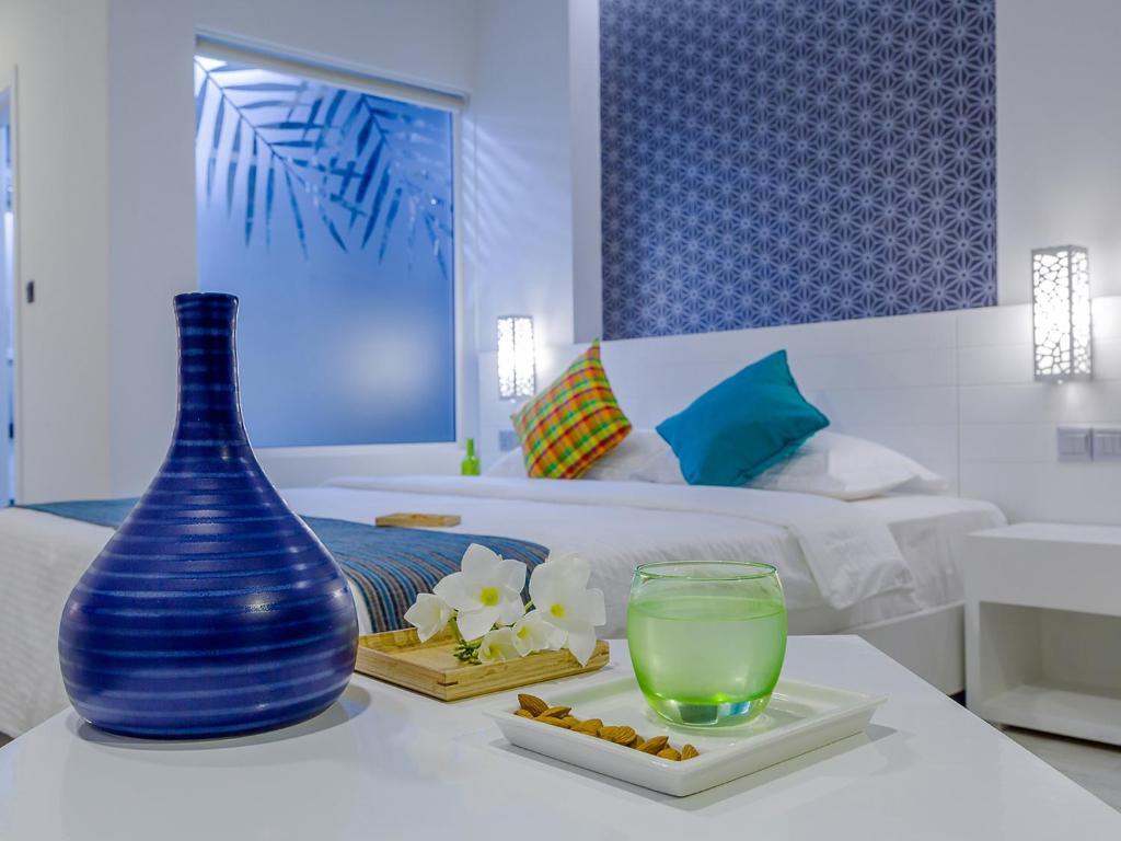 Cama ou camas em um quarto em Velana Beach Maldives