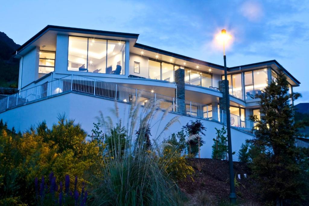 Villa aspen house queenstown new zealand for Aspen house