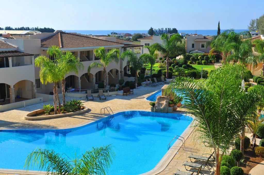 נוף של הבריכה ב-Aphrodite Sands Resort או בסביבה