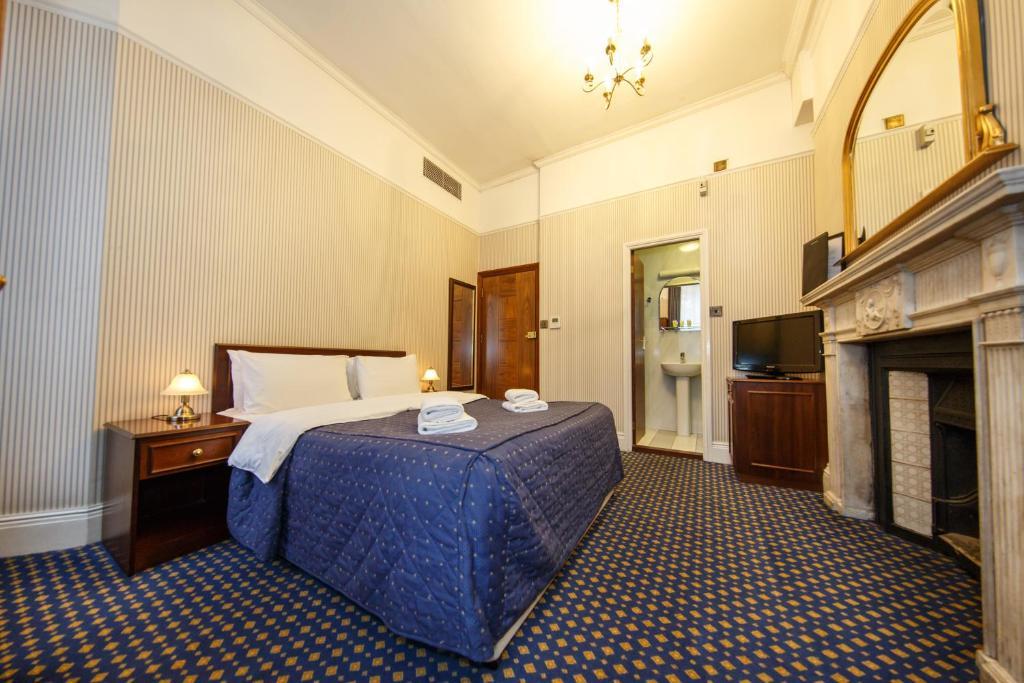 Cama ou camas em um quarto em Regency House Hotel