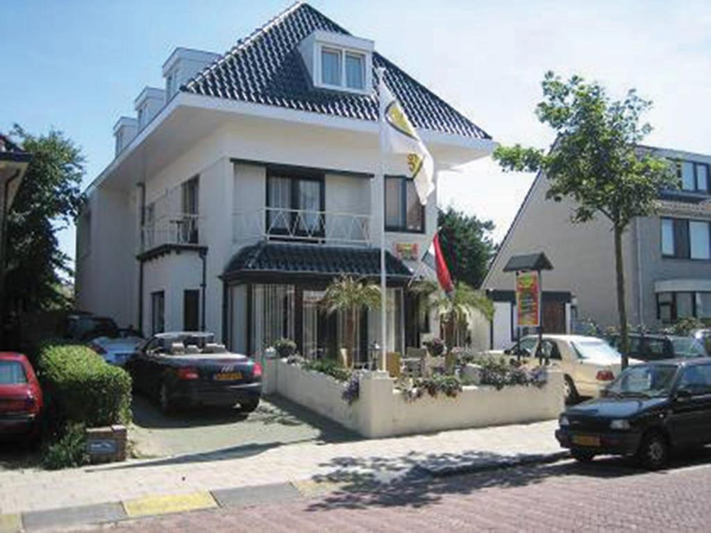 pension villa tanahlot zandvoort netherlands. Black Bedroom Furniture Sets. Home Design Ideas