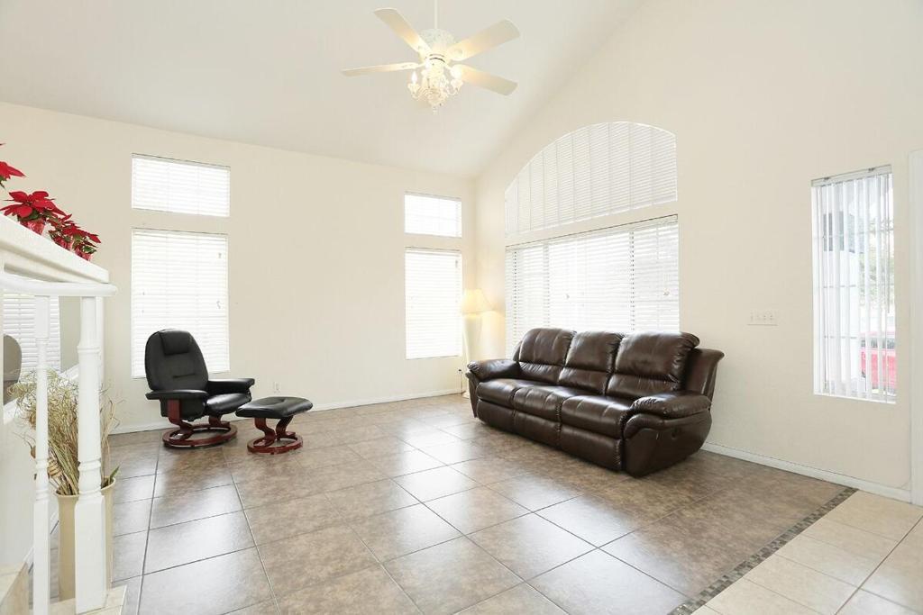 vacation home las vegas four bedroom house nv. Black Bedroom Furniture Sets. Home Design Ideas