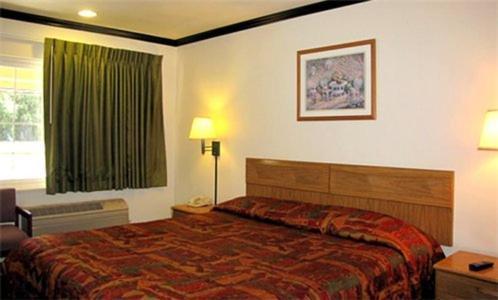 Town House Motel   2231 Esplanade, Chico, CA, 95926   +1 (530) 343-1621