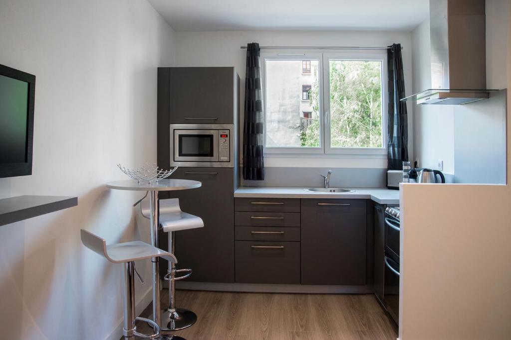 best deals for apartment appart lyon tete d 39 or vitton france. Black Bedroom Furniture Sets. Home Design Ideas
