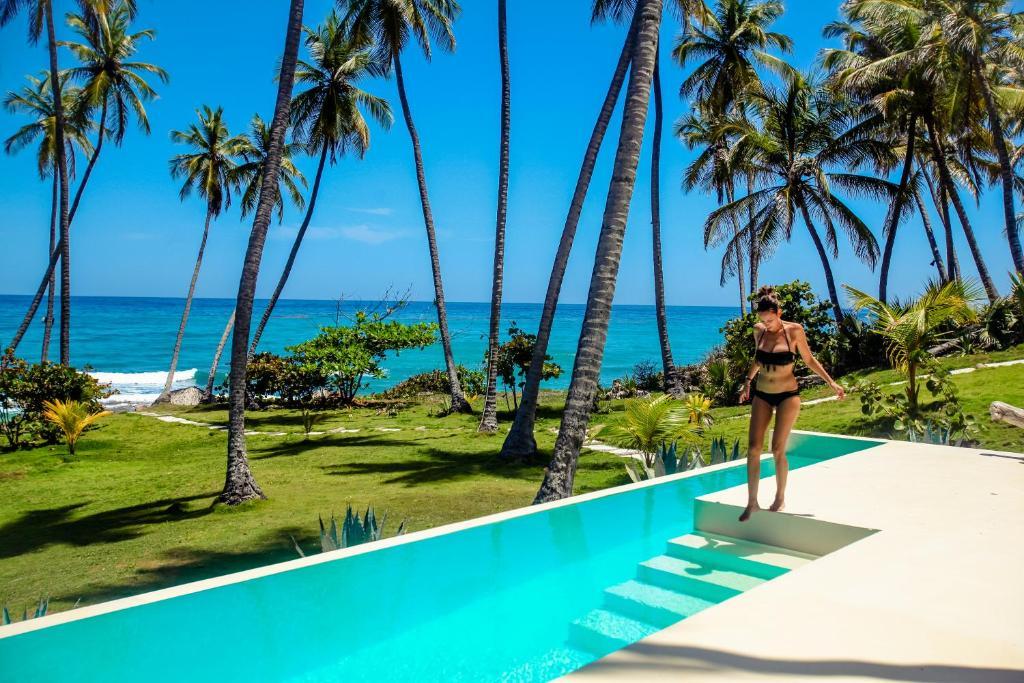 Una vista de la pileta en Casa del Mar Lodge Barahona o alrededores