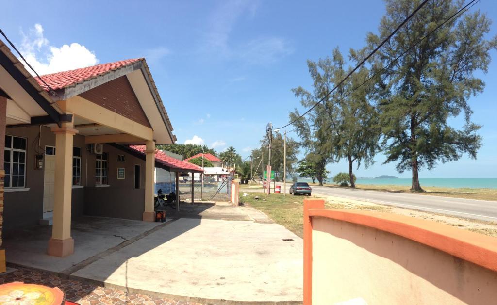 Anggun Beach Guest House