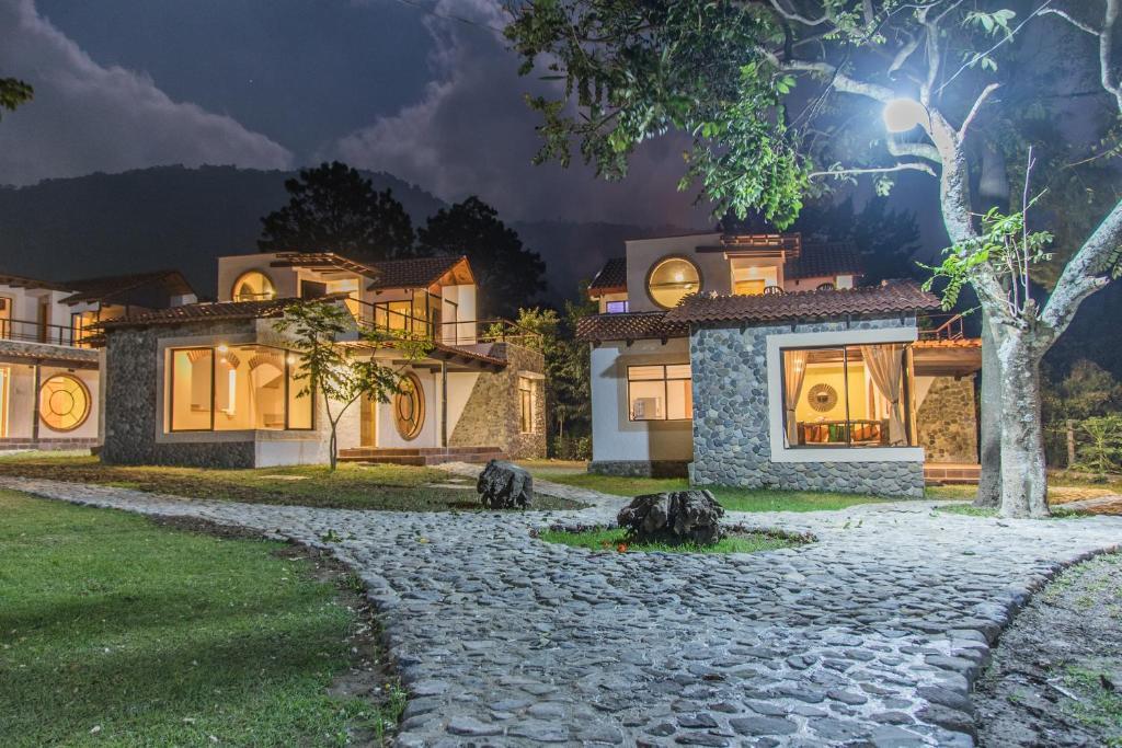 villas jucanya panajachel guatemala
