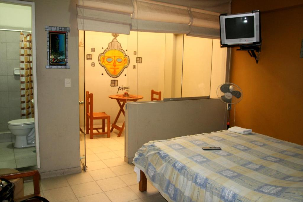 Cama ou camas em um quarto em Kusillus Hostel