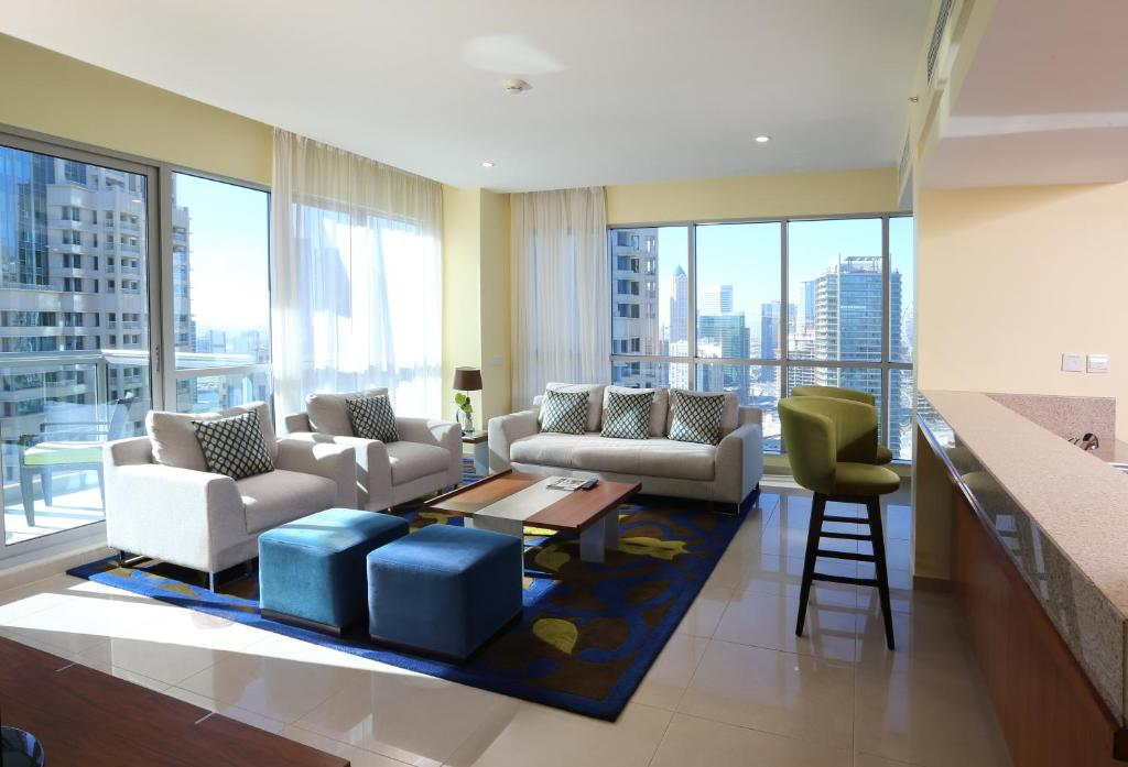 Condo hotel ramada downtown dubai uae for Living room designs in dubai