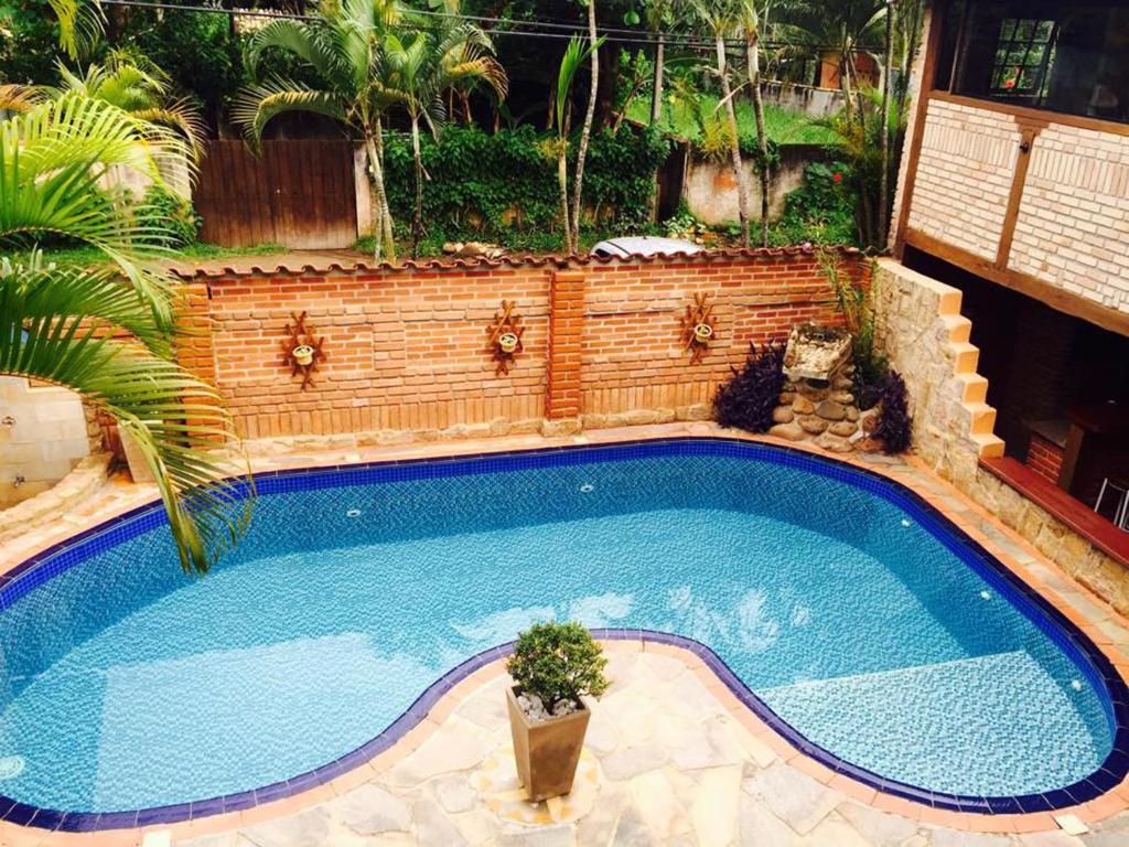 A piscina localizada em Pousada Kyrios ou nos arredores