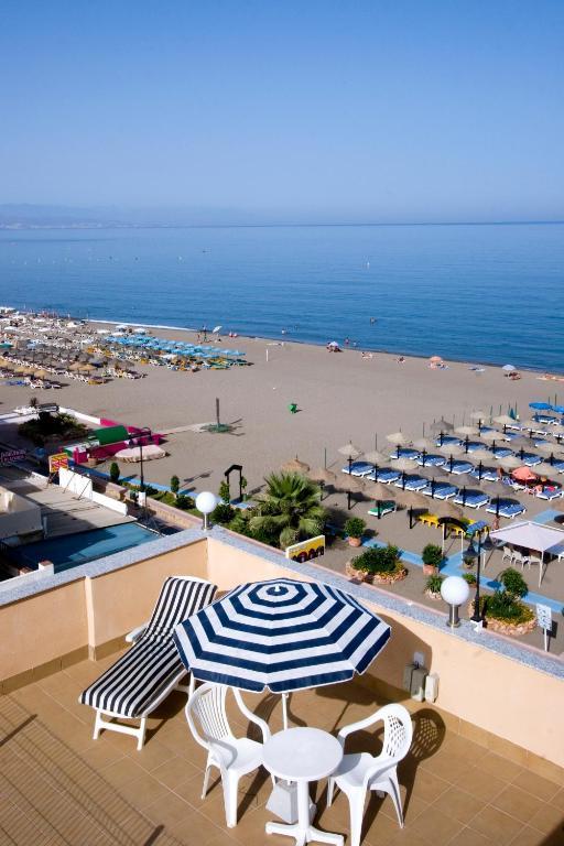 Carihuela beach apartamentos torremolinos spain - Apartamentos baratos torremolinos ...