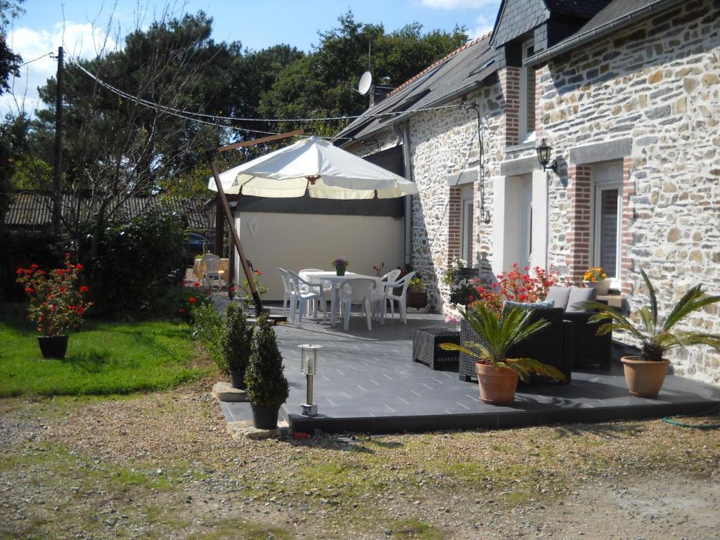 Gite domaine p 39 tit houssa saint martin sur oust france for Telephone booking france