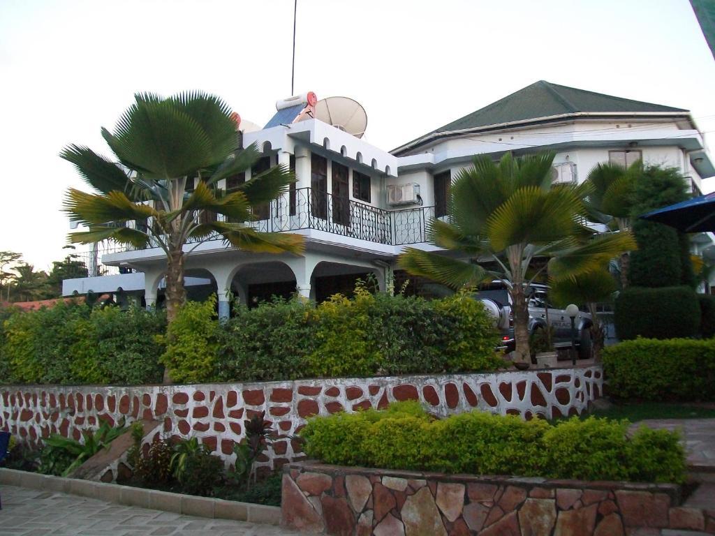 Ladson's Hotel