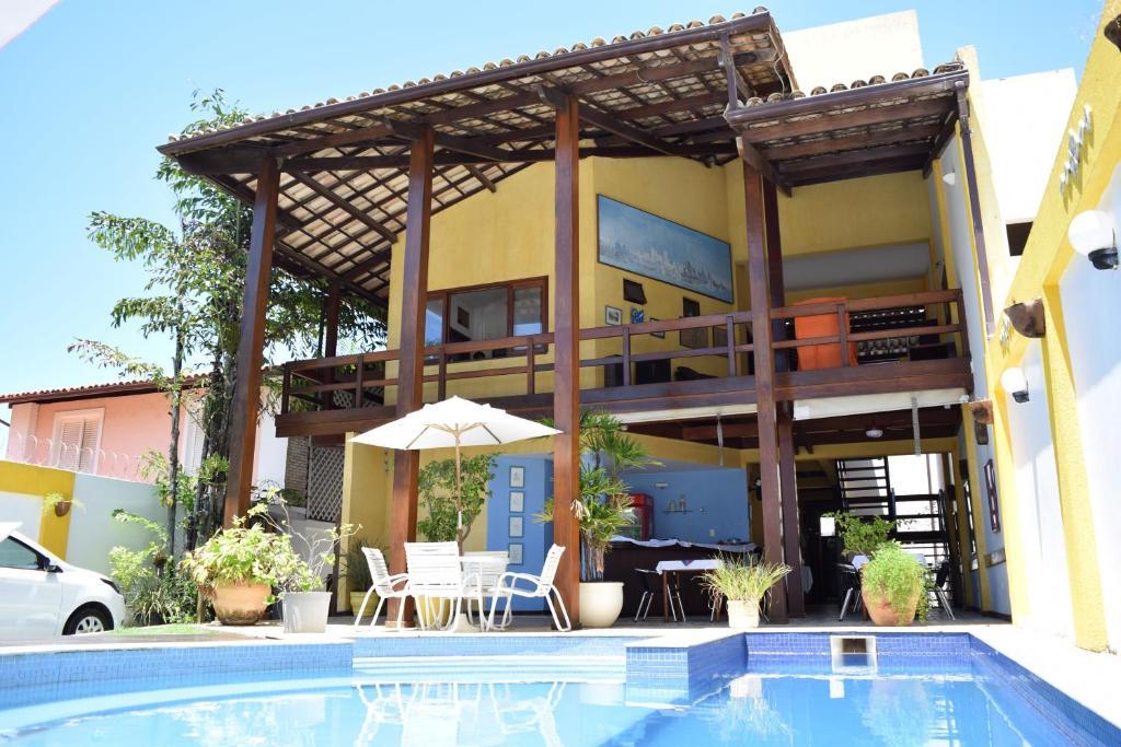 A piscina localizada em Hotel Pousada Encanto de Itapoan ou nos arredores