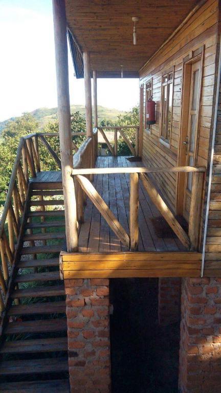 <div data-et-view=NAFQCDCcdXDPdFO:1</div Ruhija Gorilla Lodge