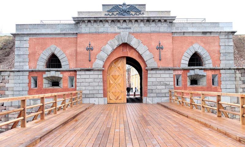 Picturesque apartment into antique fortress