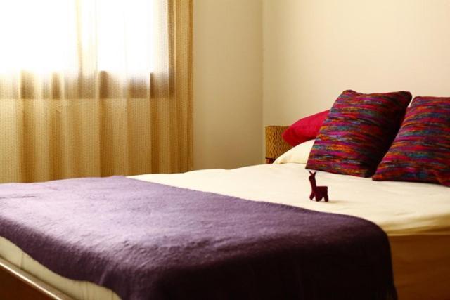 Una cama o camas en una habitación de Suyay