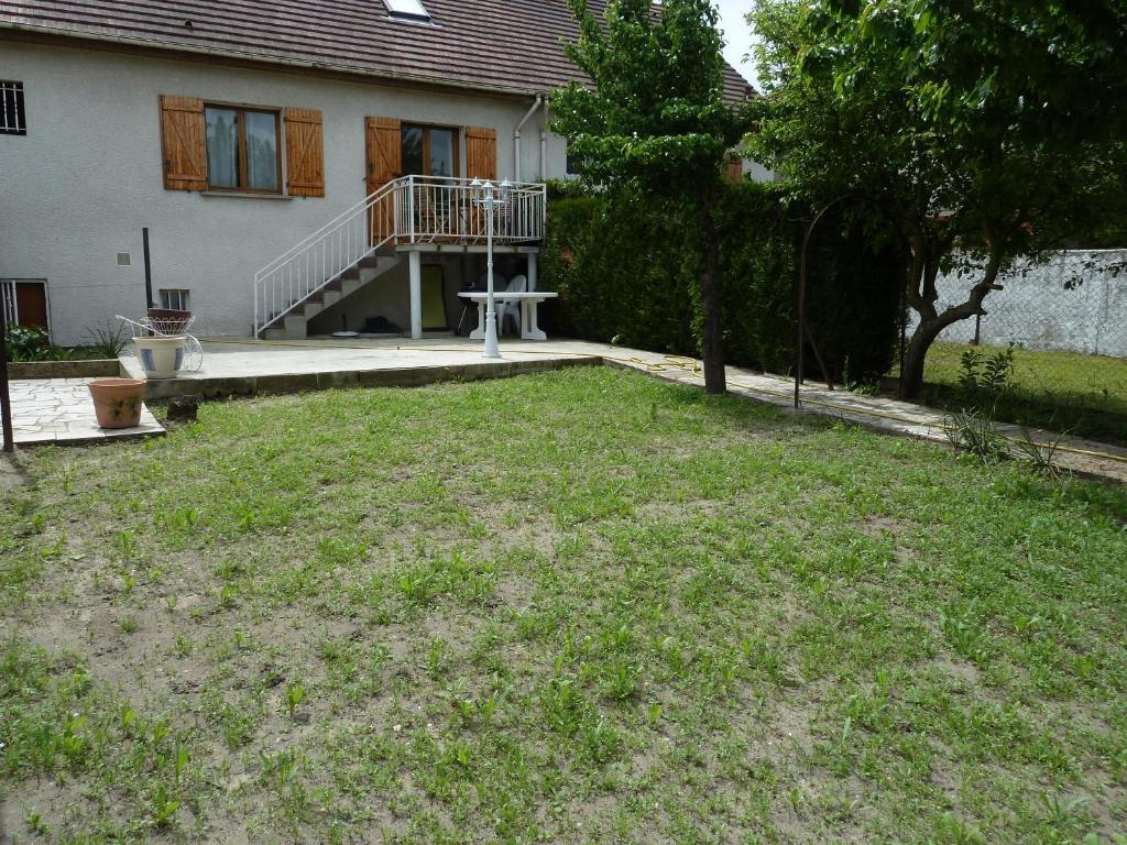 Guesthouse maison familiale du bois joli vaujours france for Maison familiale