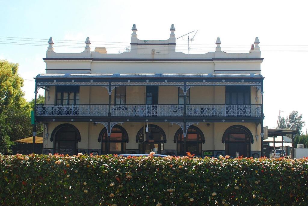 Caledonia Hotel