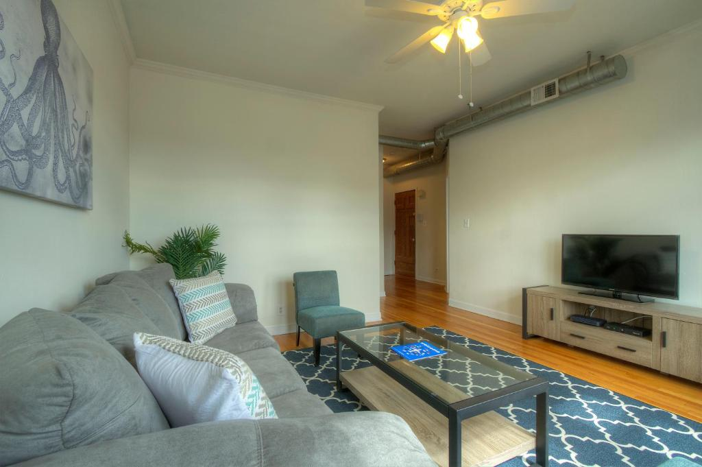 two bedroom apartment 2 w belmont ave chicago il