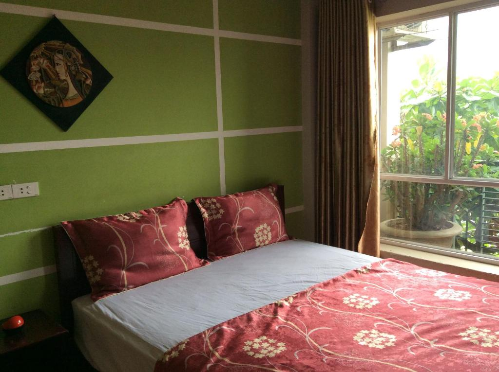 Giường trong phòng chung tại Hai Duong Hotel