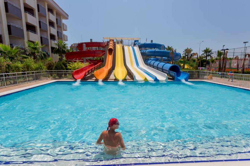 Hồ bơi trong/gần Primasol Hane Family Resort Hotel